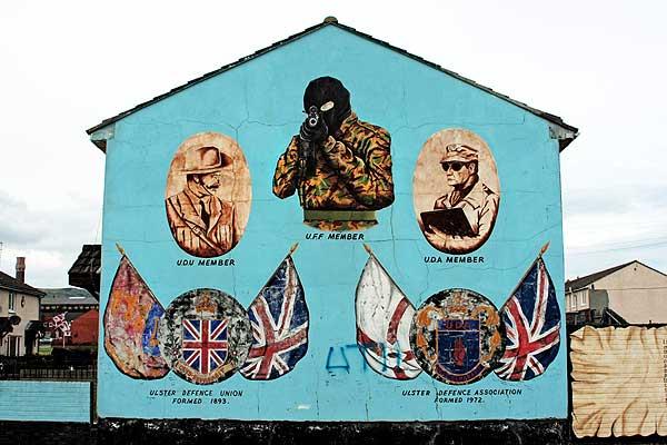 murales sulle case periferiche